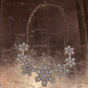 Charming Charlie cream flower and gold necklace